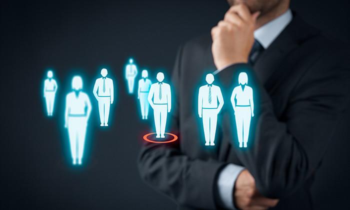 Giám đốc nhân sự (HR Director) là chức danh thường thấy chủ yếu ở những tập đoàn đa quốc gia hay trong các công ty có quy mô lớn.